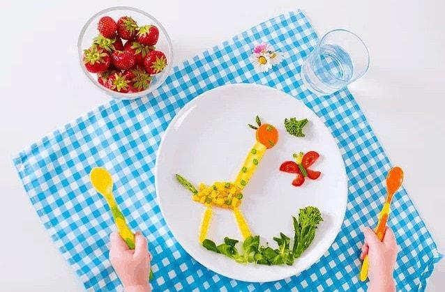 איך לגרום לקטנטנים לאכול