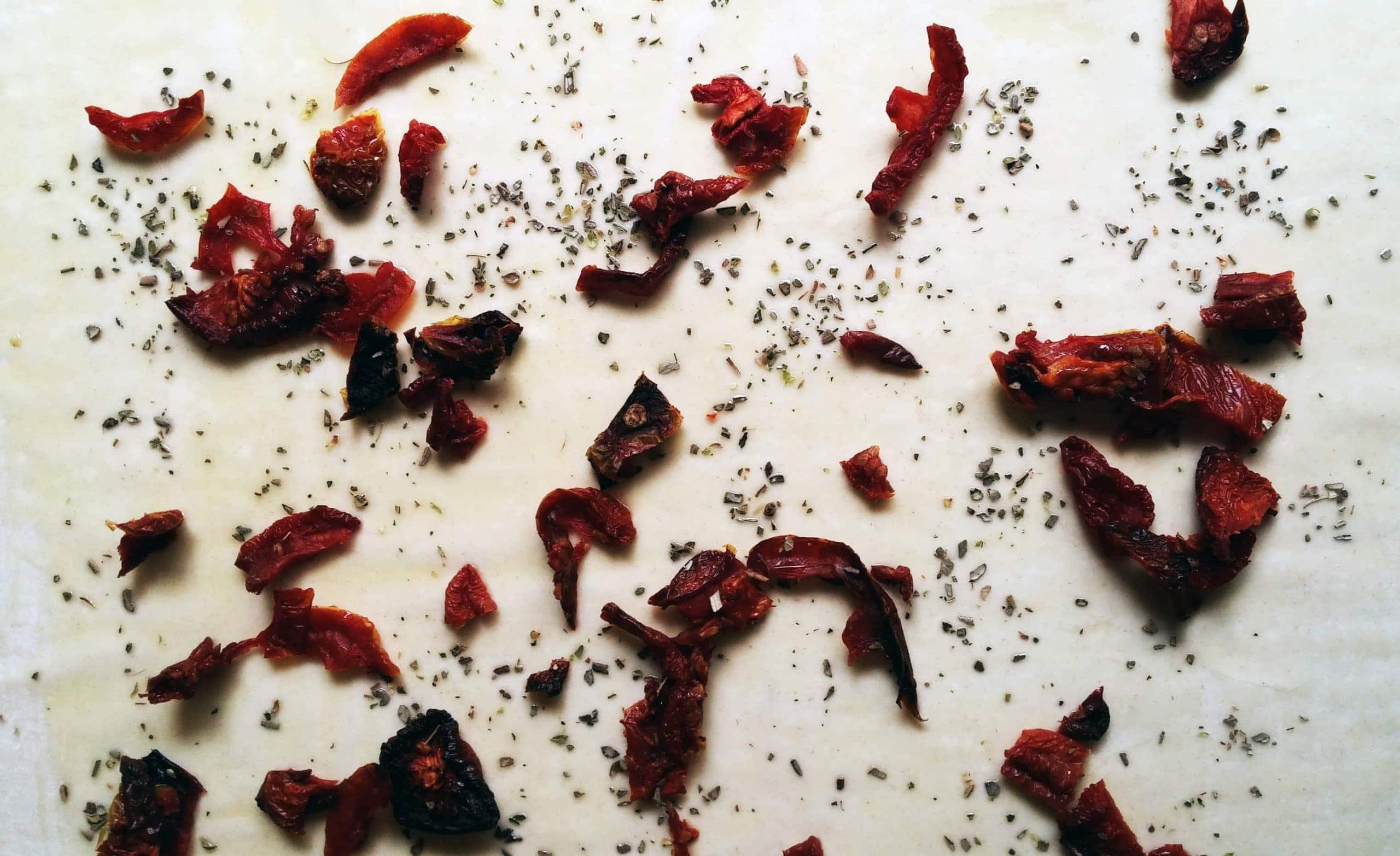פרחי פילו במילוי עגבניות מיובשות ובצל