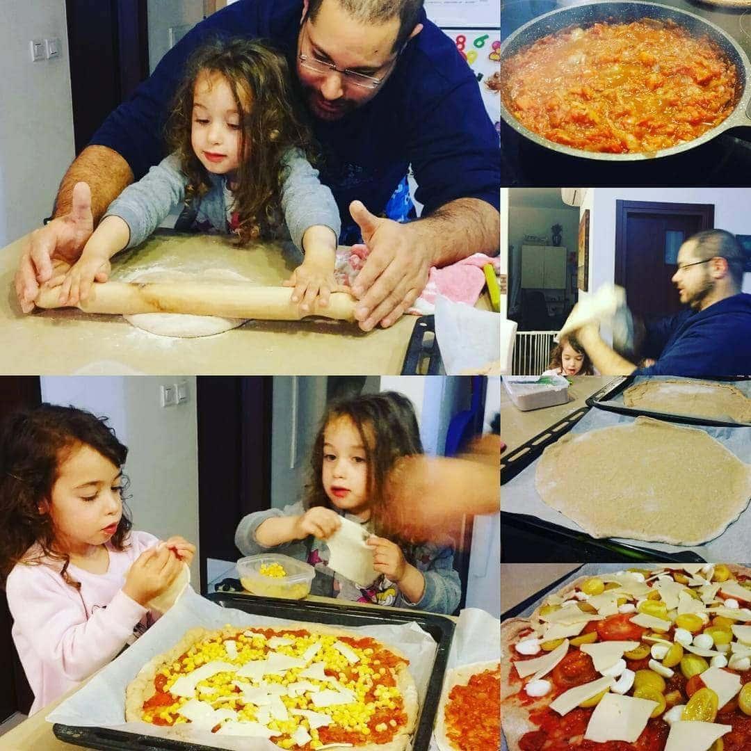 אפשרות 7. פיצה ביתית מקמח מלא (עם תוספות שהילדים בחרו ושמו)