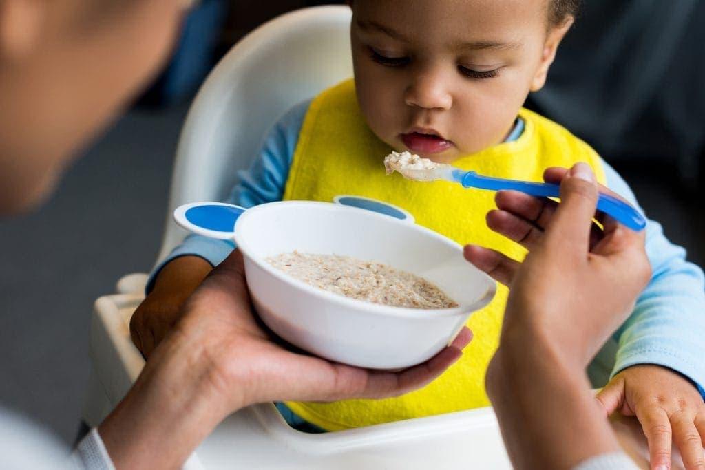 תינוק אוכל דייסה | צילום: אילוסטרציה