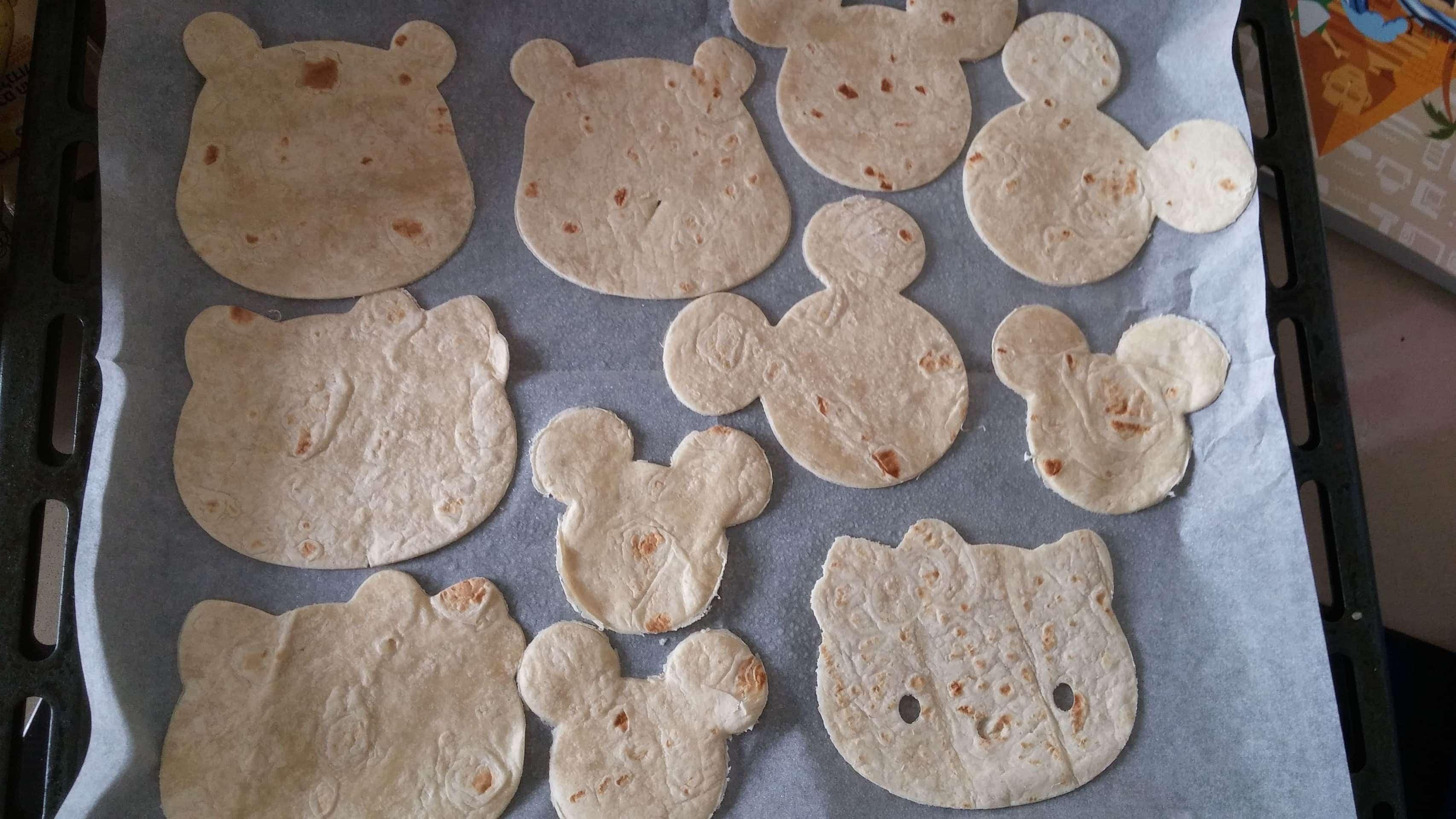 מתכון מיני-פיצה על טורטיה - נותנים לילדים לחתוך צורות
