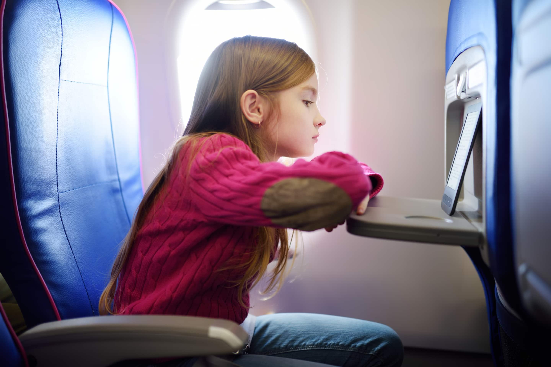 גם מסכים זו פעילות נהדרת למטוס, בעיקר אם מורידים מראש סדרות ומשחקים שהם אוהבים | צילום: אילוסטרציה