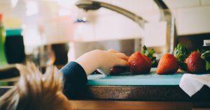 איך ללמד ילדים מיומנויות מטבח - תמונה ראשית