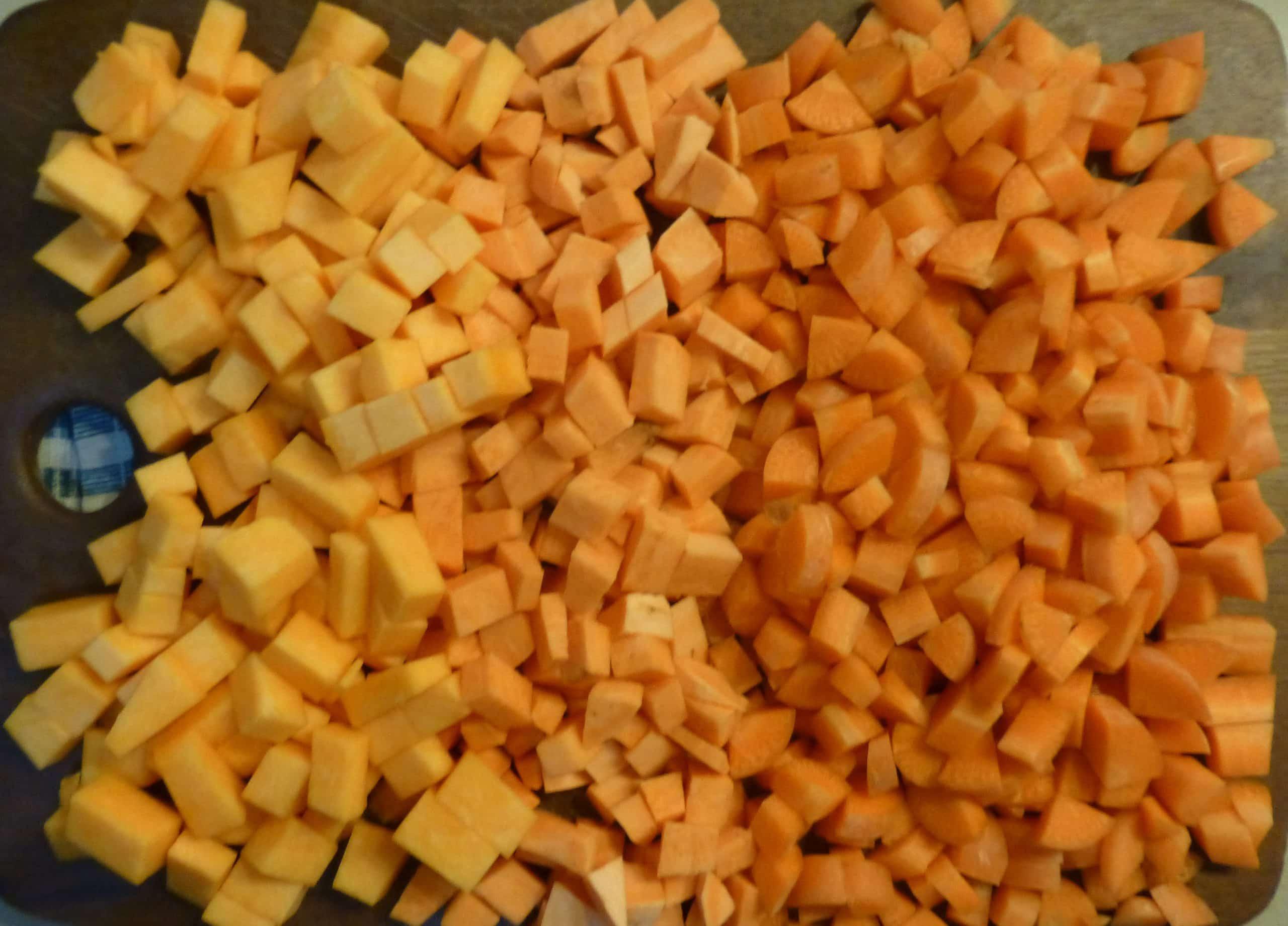 כל המרכיבים למרק כתום איכותי - הרבה כתומים מסוגים שונים