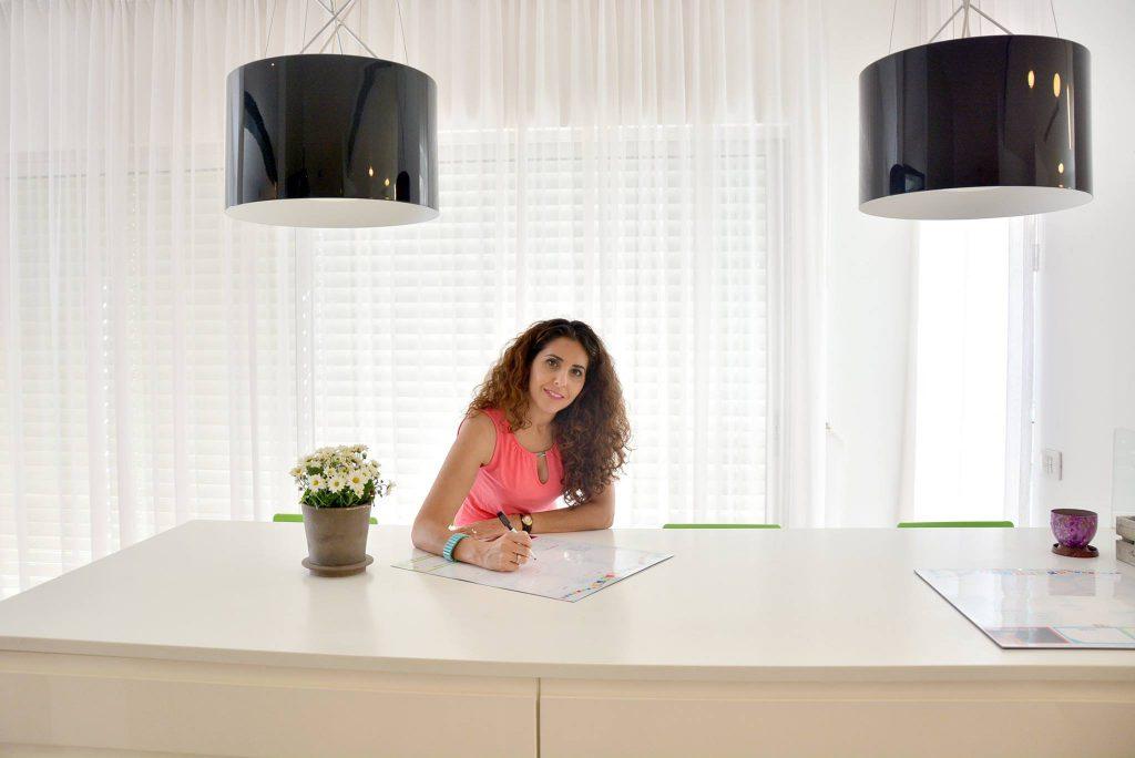 רננה סגמן - יועצת שינה, מדריכת הורים ומפתחת מוצרים משפחתיים.