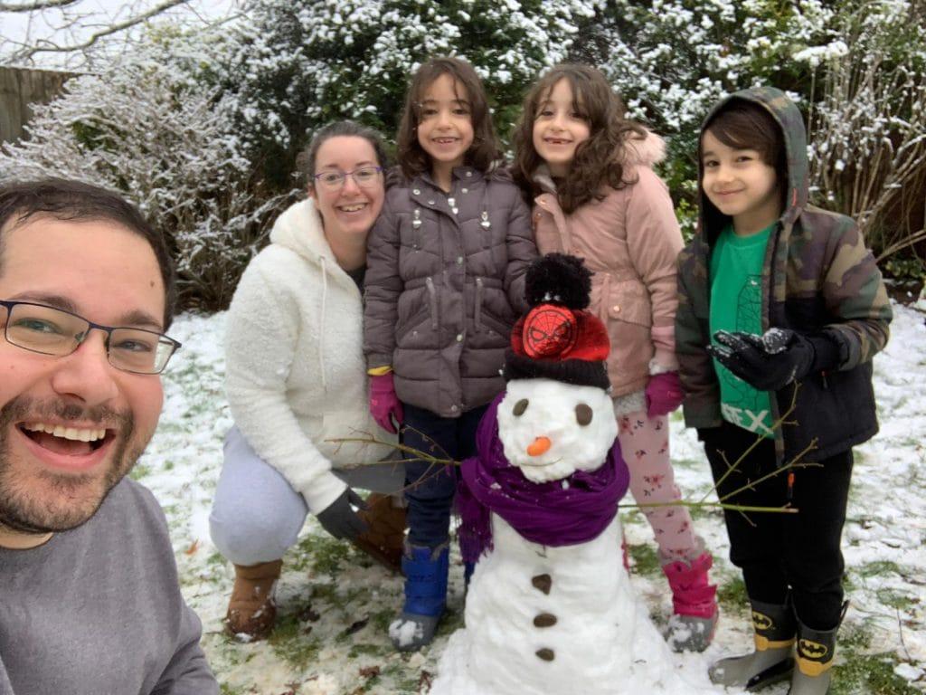 איזה כיף היה ליצור איש שלג בחצה של הבית | צילום: דביר גולן