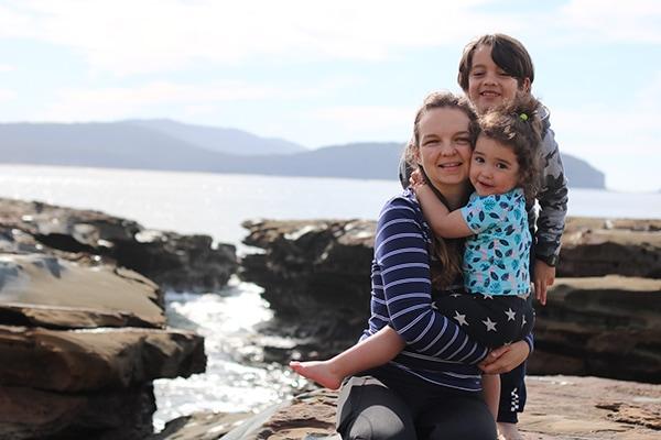 עם הילדים | צילום: אנה בן שבת